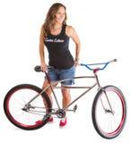 Adulto lindo con la bici de montaña Fotos de archivo libres de regalías