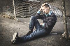 Adulto triste en la calle de la ciudad Fotografía de archivo