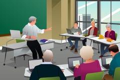 Adultos en una sala de clase de la universidad Imagenes de archivo