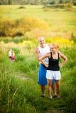 Adultos jovenes felices en un parque Imagen de archivo libre de regalías