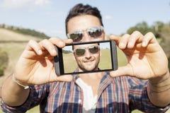 Adultos lindos jovenes toman un selfie Imagen de archivo