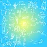 Adultos novos Desenhos da mão de símbolos das vagas do verão Rabiscar barcos, gelado, palmas, chapéu, guarda-chuva, medusa, cockt Foto de Stock Royalty Free