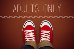 Adultos somente conceito, Person Standing na linha de divisão Imagens de Stock Royalty Free