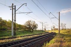 Ładunek taborowa platforma przy zmierzchem linia kolejowa stacja kolejowa Zdjęcie Royalty Free