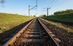 Ładunek taborowa platforma przy zmierzchem linia kolejowa stacja kolejowa Obrazy Royalty Free