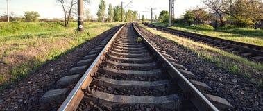 Ładunek taborowa platforma przy zmierzchem linia kolejowa stacja kolejowa Obrazy Stock
