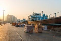 Ładunku port w Dubaj zatoczce, Zjednoczone Emiraty Arabskie Zdjęcia Stock