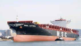 Ładunku statek MSC LETIZIA manewruje w port Oakland Obraz Royalty Free
