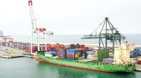 Ładunku statek na molu port Obrazy Stock