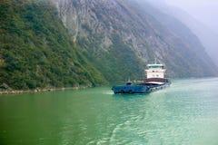 Ładunku statek na rzece Zdjęcia Stock