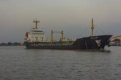 Ładunku statek przy portem Obraz Royalty Free