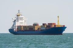Ładunku zbiornika statek przy morzem Obraz Stock