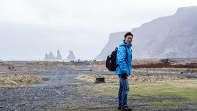 Advanture asiático Islandia, viaje ideal del hombre del viajero Fotos de archivo