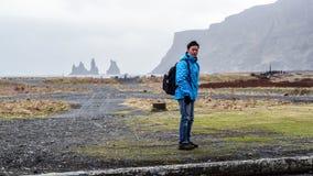 Advanture asiático Islandia, viaje ideal del hombre del viajero Foto de archivo