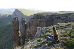 Advanture-Klippengebirgshohe Haarsonnenaufgangfrauen-Friedensschönheit Lizenzfreies Stockbild