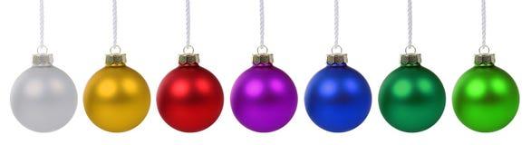 Advenimiento colorido de las chucherías de las bolas de la Navidad en fila aislado en whi Fotos de archivo