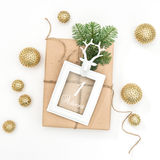 Advenimiento de oro de la decoración del marco del regalo de la Navidad Fotos de archivo libres de regalías