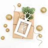 Advenimiento de oro de la decoración del marco del regalo de la Navidad Fotos de archivo