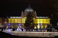 Advenimiento en el parque de Zagreb, de Croacia, del hielo y la decoración de la Navidad Imagenes de archivo