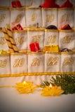 Advent Calendar durch Kerzenlicht Lizenzfreie Stockfotos