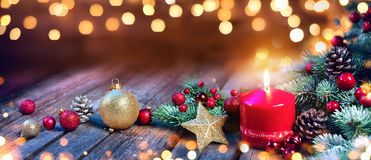 Advent Candle With Christmas Decoration Imagem de Stock Royalty Free