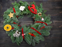 Advent Christmas-Kranz auf hölzernem Hintergrund Stockbilder
