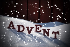 Advent Mean Christmas Time On-Schnee mit Schneeflocken lizenzfreie stockfotos