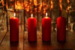 Advent Season, cuatro velas de quema Foto de archivo libre de regalías