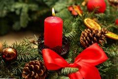 Advent Season, cuatro velas de quema Imágenes de archivo libres de regalías