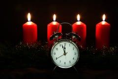 Advent Season, quatre bougies de combustion Photographie stock libre de droits