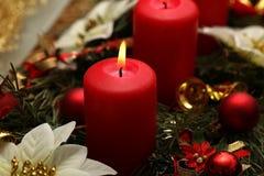 Advent Season, vier kaarsen het branden Stock Afbeeldingen
