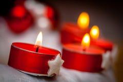 Advent Wreath com velas flamejantes Fotografia de Stock Royalty Free