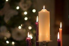 Advent Wreath pieno sulla notte di Natale Fotografia Stock