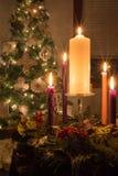 Advent Wreath pieno sulla notte di Natale con Starbursts Immagine Stock Libera da Diritti