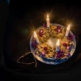 Adventkrans med fyra brännande stearinljus Royaltyfria Foton