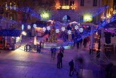 Adventmarknad i Zadar Kroatien, nattsikt från över royaltyfri foto