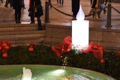 Advento em Zagreb, Croácia: Vela do advento na fonte de Mandusevac imagem de stock royalty free
