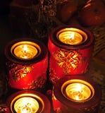 Adventstearinljus med frukt Royaltyfri Bild