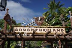 AdventureLand подписывает внутри мир Дисней Стоковое Изображение