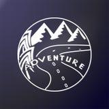 adventurousness Деревья, дорога и горы в круглой рамке На открытом воздухе стикер Печать на ткани, рубашке клуба, графическом диз бесплатная иллюстрация