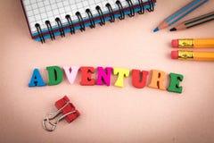 adventurousness Деревянные письма на столе офиса стоковое фото rf