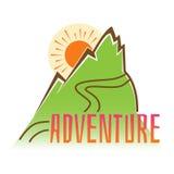 adventurousness Vector надпись эмблемы на предпосылке гор бесплатная иллюстрация