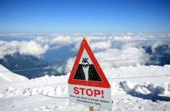 Advertência para o perigo em cima do Jungfraujoch suíço Foto de Stock Royalty Free