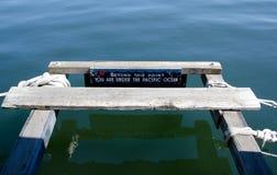 Advertencia agradable en una cubierta en la bahía de Victoria Imagenes de archivo