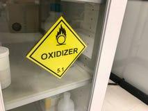 Advertencia amarilla de la muestra del oxidante Foto de archivo