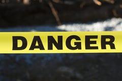 Advertencia amarilla prohibida restringida acceso del peligro Imagen de archivo libre de regalías