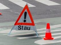 Advertencia de la congestión en el camino Fotografía de archivo libre de regalías