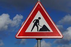 Advertencia de la construcción de carreteras y muestra de seguridad Imagenes de archivo