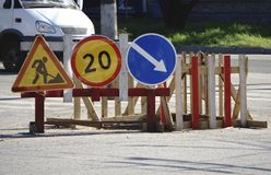 Advertencia de la muestra de la construcción de la reparación del camino Imagenes de archivo