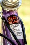 Advertencia de la seguridad en marco de la bicicleta Imagen de archivo